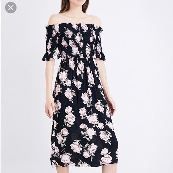 6b74f11d0661 Topshop Floral print off the shoulder crepe dress.  M 5b14a661e944ba4a99b11324